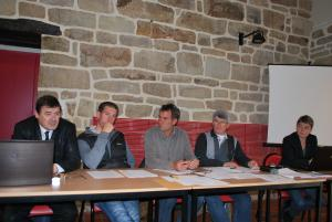 A la tribune pour l'assemblée générale de la section, Marc Gambarotto, directeur, Thomas Welfinger, inspecteur, Jean Philippe Brossillon, de HB limousin national, Guillaume Talec, président de la section Bretagne et Catherine Bausson, chef de service.